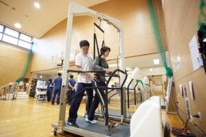体重免荷式トレッドミル歩行トレーニング