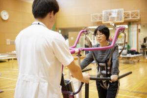 体重免荷での平地歩行による歩行練習